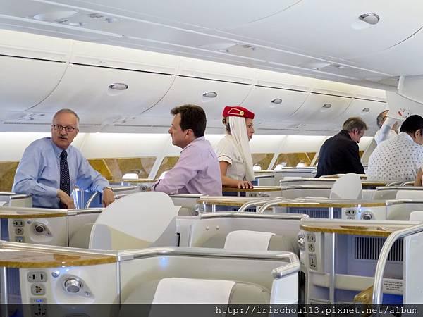 P27)5月16日「羅馬→杜拜」的商務艙內.jpg