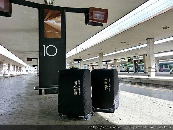 P2)我和咪呢的行李.jpg