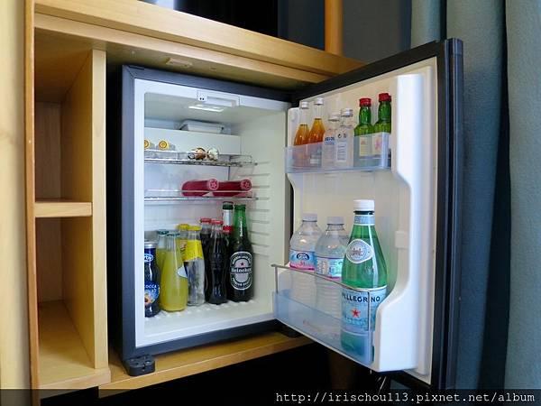 P35)客房內的冰箱.jpg