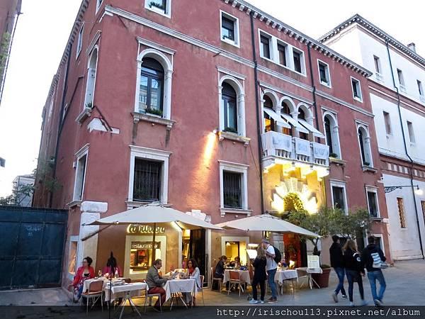 P7)卡皮薩尼酒店外觀.jpg