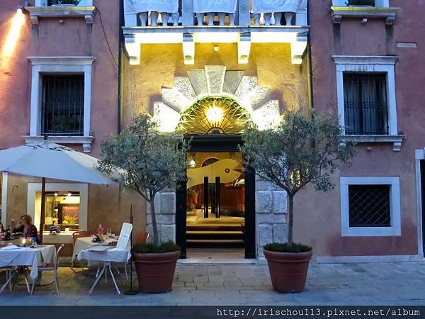 P8)卡皮薩尼酒店外觀.jpg