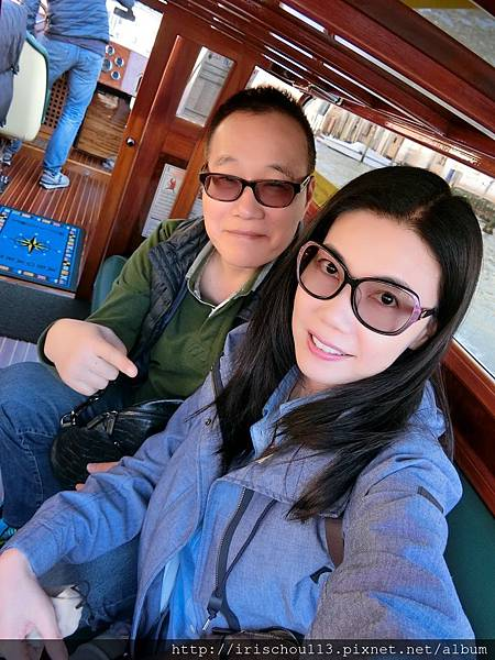 P7)我和咪呢在Water Taxi上.jpg