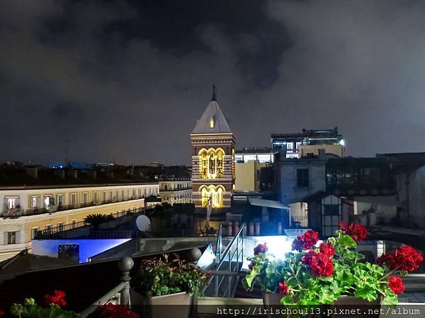 P35)從屋頂餐廳可見聖母教堂.jpg