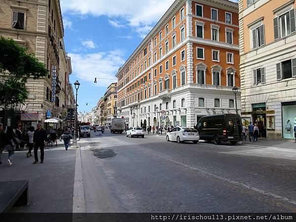 P3)Via Nazionale大街.jpg