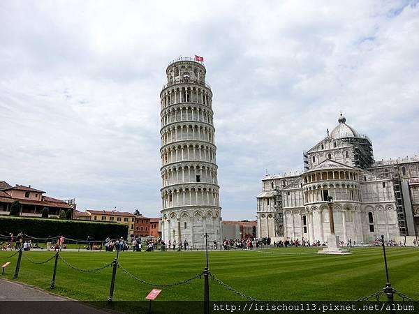 P16)從這個角度看塔~有點斜.jpg