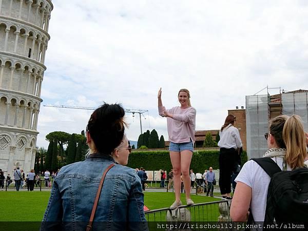 P19)擺Pose拍照的遊客.jpg