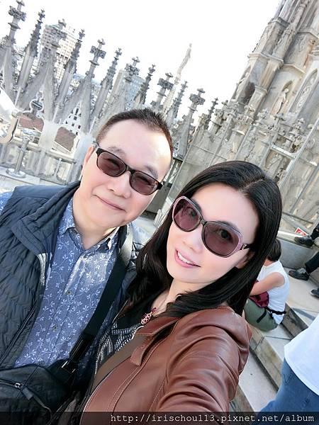 P2)我和咪呢在米蘭大教堂攻頂.jpg