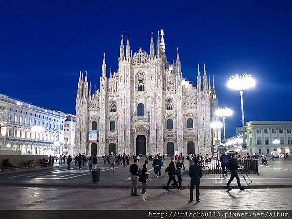 P6)米蘭大教堂夜景.jpg