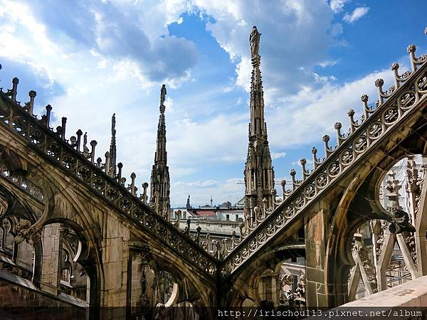 P21)搭電梯到米蘭大教堂頂部.jpg