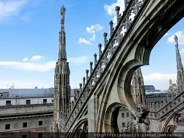 P22)米蘭大教堂頂部.jpg
