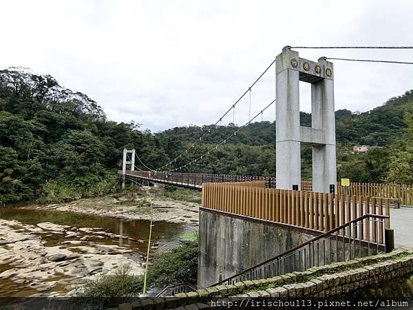 P5)十分瀑布園區內的吊橋.jpg