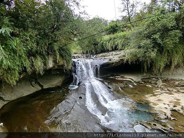 P6)到大瀑布之前先經過一個小瀑布.jpg