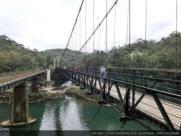P8)十分瀑布園區內的吊橋.jpg