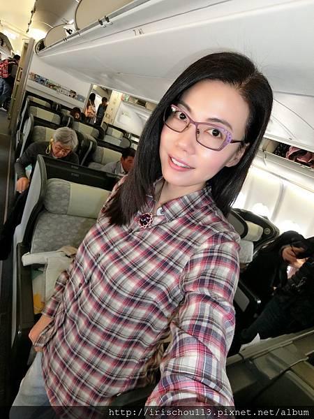 P25)4月29日我在BR191班機.jpg