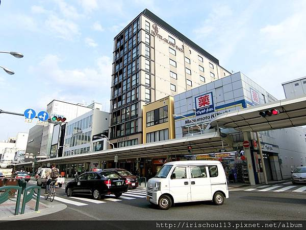 P10)本圖右側巷道即為酒店入口.jpg