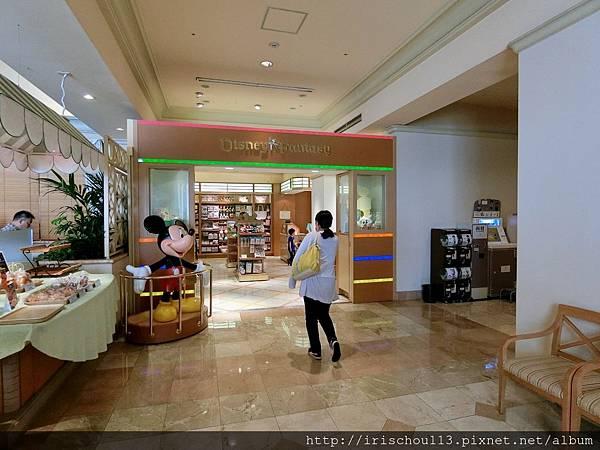 P3)酒店內有迪士尼小物專賣店.jpg