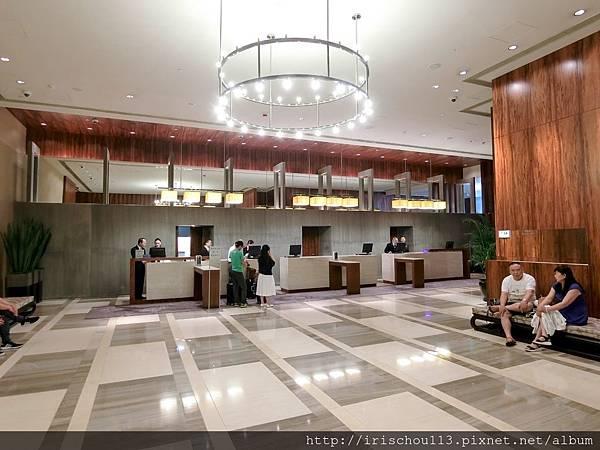 P5)Lobby.jpg