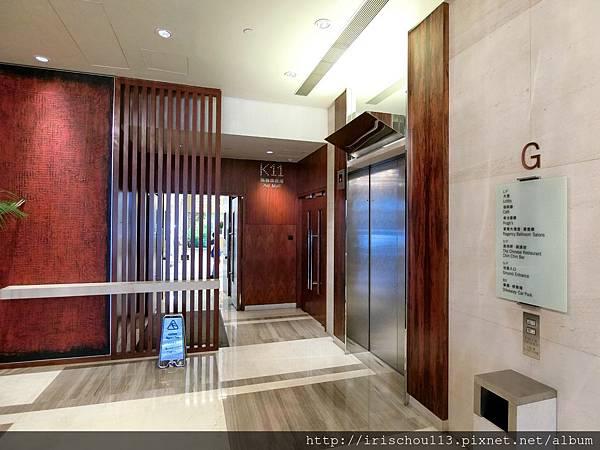 P10)酒店1樓直通商場.jpg