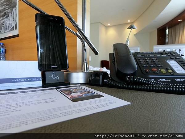 P32)客房內的手機.jpg