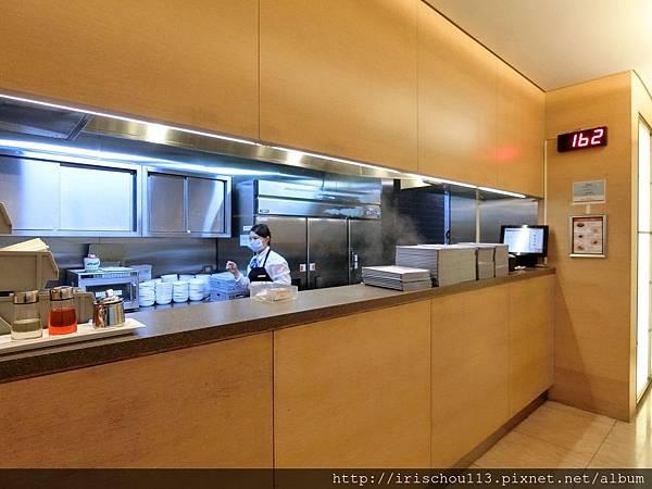 P8)華航VIP室麵食區.jpg