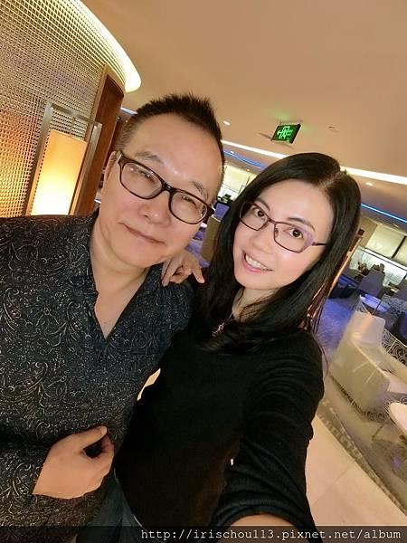 P23)我和咪呢在Air China的VIP室.jpg