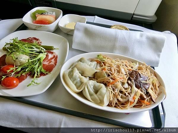P26)CA195的空中餐.jpg
