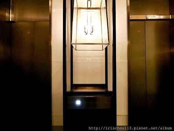P15)整個酒店唯有這一顆按鍵才能啓動電梯.jpg