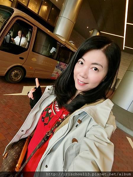 P4)我在廣州文華東方酒店側門口.jpg