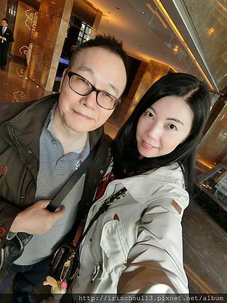 P6)我和咪呢在深圳四季酒店Lobby.jpg
