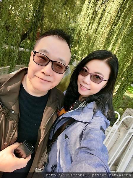 P14)我和咪呢在南池子大街.jpg