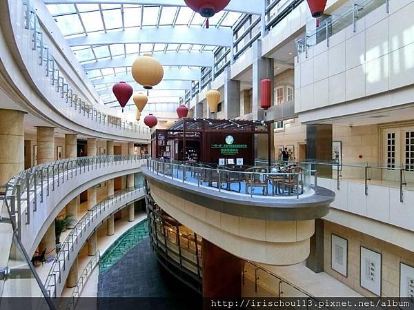 P31)餐廳與Lobby之間的迴廊.jpg