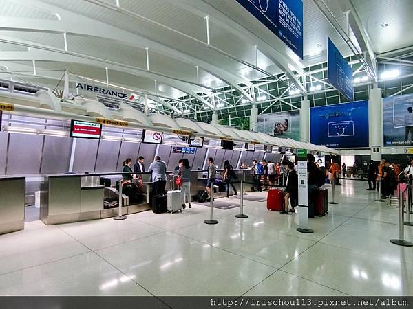 P29)紐約甘迺迪機場長榮航空櫃檯前.jpg