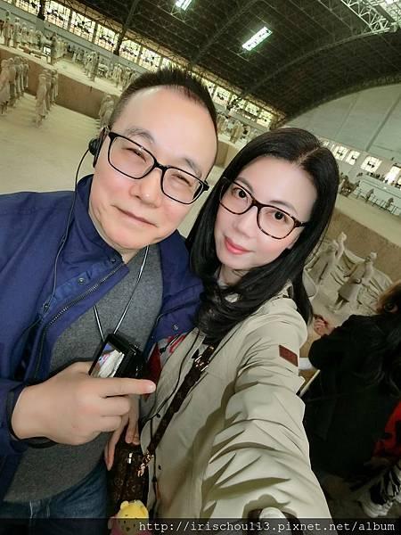 P2)我和咪呢在兵馬俑展示場.jpg