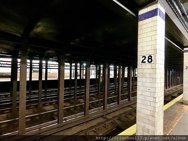 P4)紐約地鐵髒亂破舊.jpg