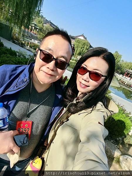 P8)我和咪呢在華清池景區.jpg