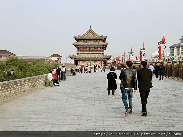 P27)西安城牆上.jpg
