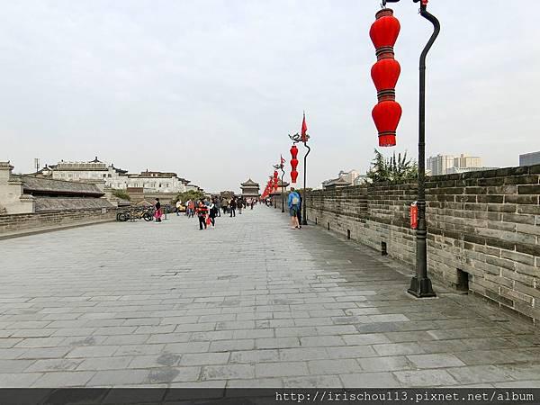 P28)西安城牆上.jpg