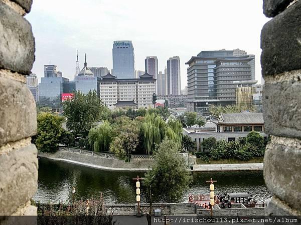 P29)從城牆上看護城河.jpg