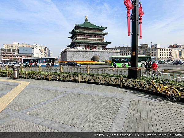 P30)白天的西安鐘樓.jpg