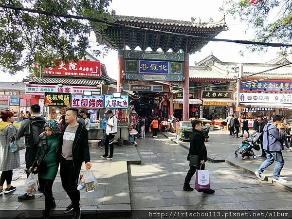P6)西安的回民街.jpg