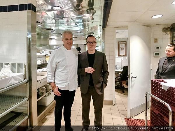 P5)咪呢和Le Bernardin的老闆兼主廚Eric合照.jpg