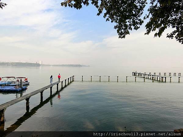 P4)校門外的東湖美景.jpg