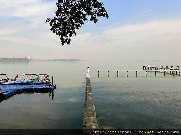 P5)校門外的東湖美景.jpg