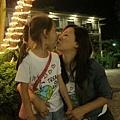 雨涵和媽咪吻別1.jpg