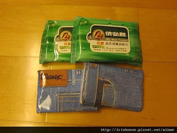 35媽咪特地準備的面紙濕紙巾.jpg