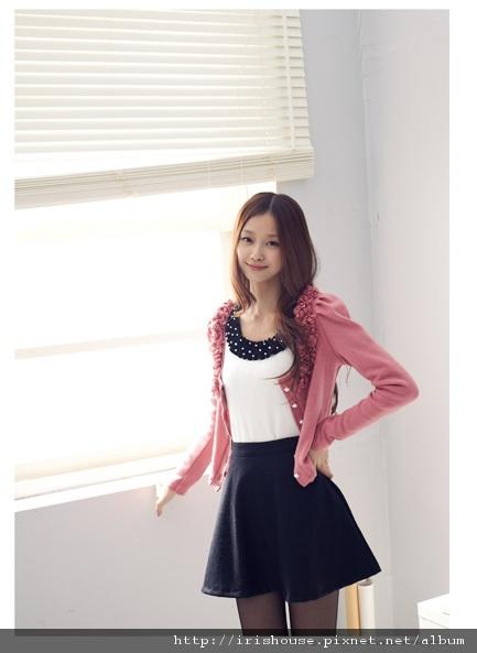 韓製圓領立體花朵珍珠扣設計針織罩衫外套-參考2.jpg