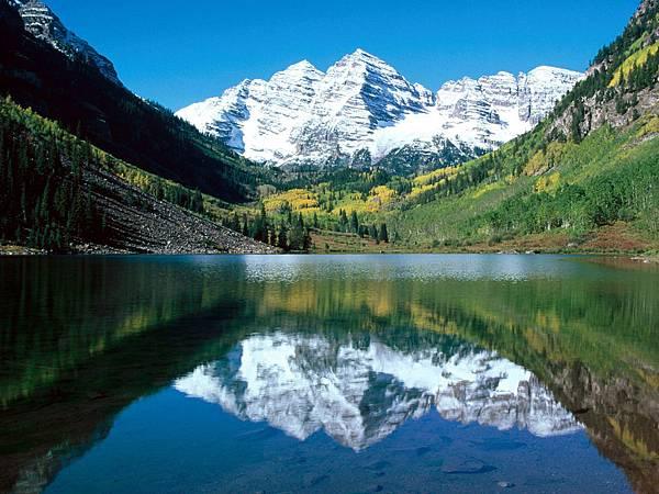 Mirror Lakes Wallpaper