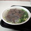 台中-康康豬-豬血湯-炒麵-東泉辣椒醬 (3)
