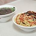 台中-康康豬-豬血湯-炒麵-東泉辣椒醬 (4)