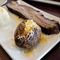 台北-Ed's diner 碳烤牛胸肉-豬肋排-手撕豬肉漢堡-黑眼豆豆-馬鈴薯-內湖-樂群路 (15)